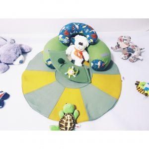 Sėdėjimo/Atraminė pagalvė su žaidimų kilimėliu ,,MIŠKO PASAKA,,