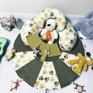 TERMO Sėdėjimo/Atraminė pagalvė su lavinamuoju žaidimų kilimėliu ,,SMAGIOSIOS PĖDUTĖS,,